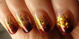 bling-glitter-gold-gradient-nail-art-Favim.com-437365